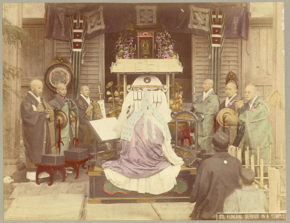 kusakabe_kimbei_-_20_funeral_service_in_a_temple